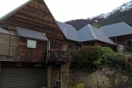 Double room, handy location to town. - Queenstown - House