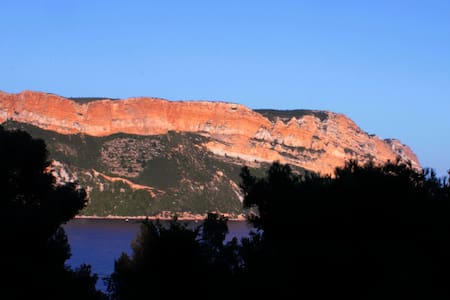 """ The Dorn"" face au Cap Canaille - Cassis"