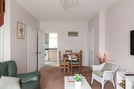 Light, bright modern home - Casa