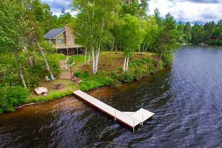 Gresham Retreat Lakefront Cabin - Arbor Vitae - Dům