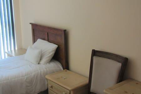 Room # 8 - Lake Wales - Apartment