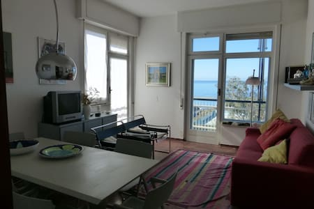Amazing beachfront, very bright 4 rooms, 5th floor - Lägenhet