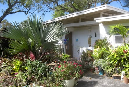 Tropical Oasis w/pool near beach - Cocoa Beach - House