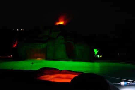 Volcano Pool Resort Wine Country - テメキュラ