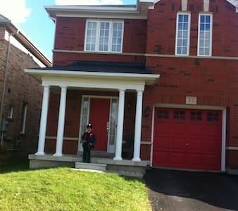 sachin khandal - Brampton - Bed & Breakfast