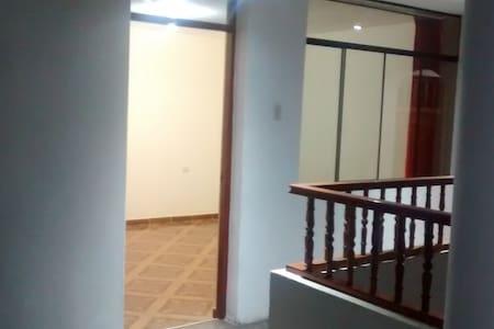Alojamiento casahabitacion 2do piso - House