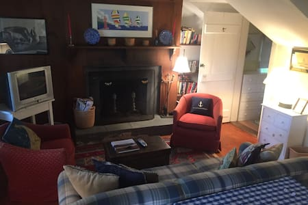 Cottage walking distance to town - Nantucket