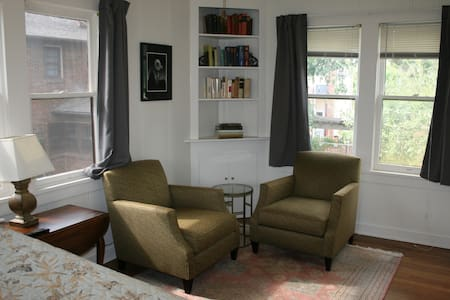 Cozy Garage Apartment in Historic Fairmount - Apartamento