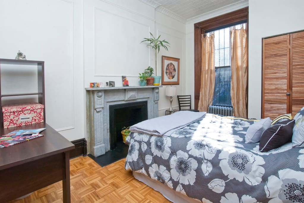 Large,sunny private room in Harlem