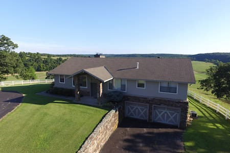 Retreat Haven on 400 acres - Anderson - House