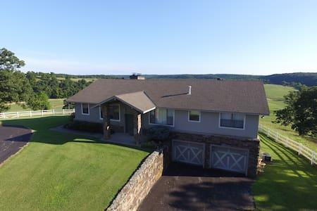 Retreat Haven on 400 acres - Anderson - Hus