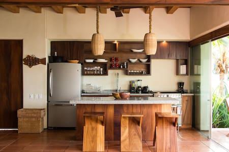 3 Bedroom Beach Front Luxury Villa in Las Palmas - Zihuatanejo - Villa