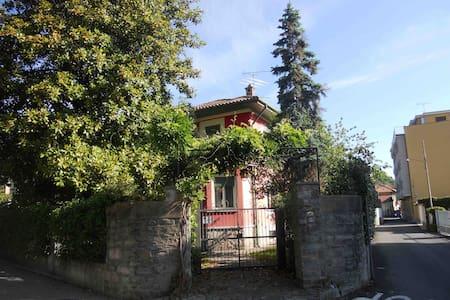 Il tuo monolocale in villa sul lago Maggiore. - Apartment