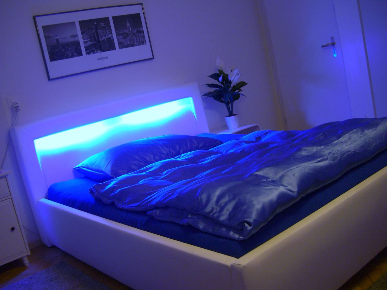 Size bed with plenty of space to sleep ::))  1.60 wide  2:00 long