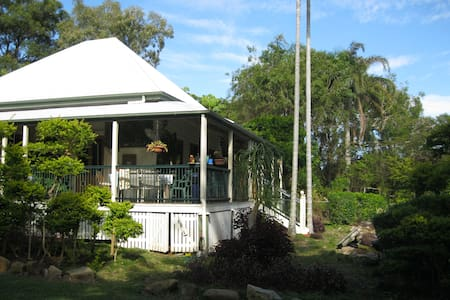 Colonial Cottage at Wellington Pt - Bed & Breakfast