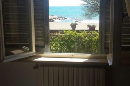 Appartamento in villa sul mare - Fondi - Appartamento