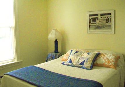 Vinalhaven Private Room Sleeps 2 - Vinalhaven