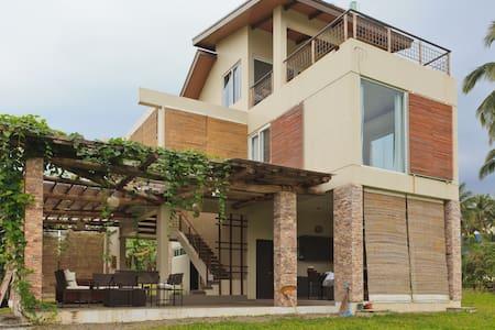3 BR House in Sinagtala Farm Bataan - Casa