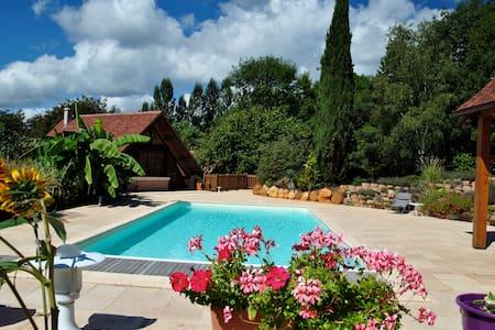 chaleureuse maison dans un univers d'exception - Rouffignac-Saint-Cernin-de-Reilhac - House