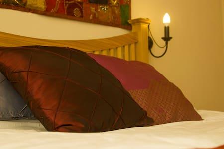 King En-suite, Rowledge, Farnham - Bed & Breakfast