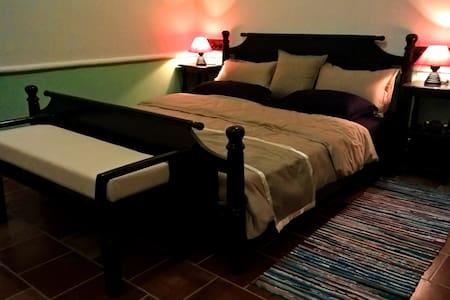 Calamondinn Bungalow Room 3 - Bungaló