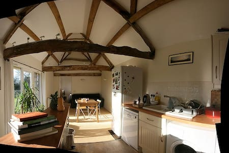 Secluded Cottage in the Countryside - Oaksey - House