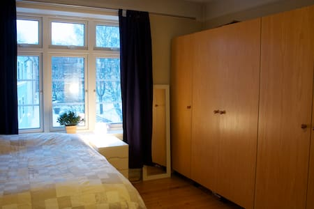 Large, quiet room by Vigeland Park - Oslo - Bed & Breakfast