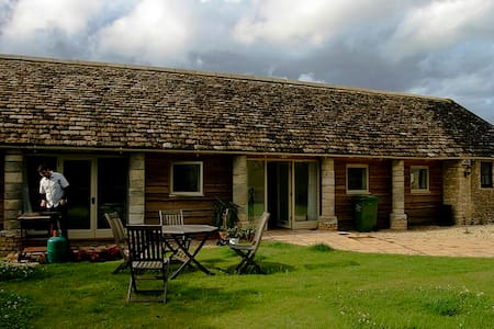 Secluded Cottage in the Countryside - Oaksey - Casa
