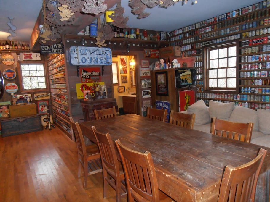 The downstairs common room at Brewhouse Mountain Eco-Inn.