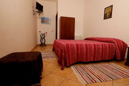 B&B La Mimosa - camera matrimoniale / doppia - Ballata (Erice) - Trapani - Bed & Breakfast