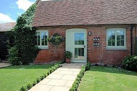 Peper Cottage (Converted Barn) - Preston - Bungalow