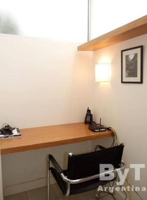 El escritorio. Ideal para trabajar, estudiar, o hacer email!