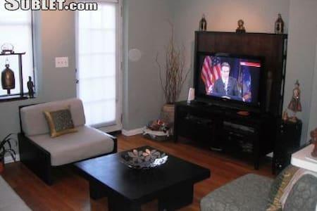 Beautiful Duplex Condo - Union City - Apartamento
