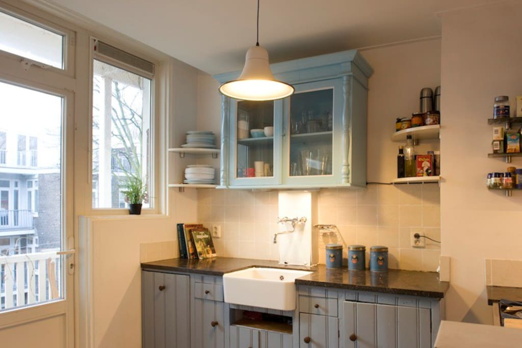 and......the kitchen, my absolute favourite (I designed it myself)