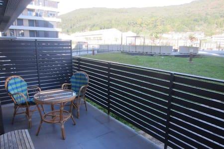 Dúplex con amplia terraza impecable - Huoneisto