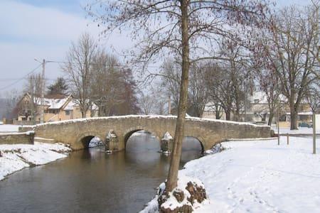 Chambre lit 2 places en Bourgogne - Ev