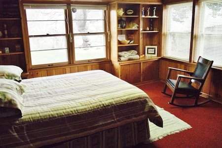 Tinker Creek Art Studio 2-Room Guest Suite - Hus