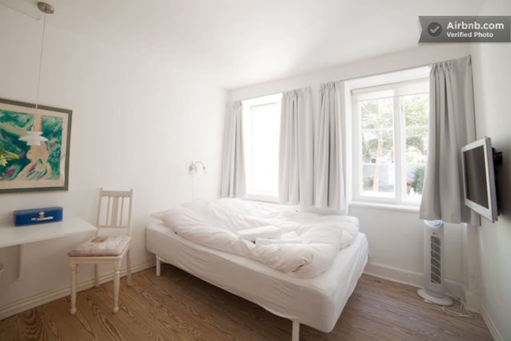 GROUND FLOOR WITH DOUBLE BED. OPPORTUNITY FOR AN EXTRA GUEST BED.