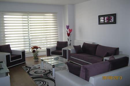 BEYLİKDÜZÜ E5 ÜZERİNDE 1+1  105 TL. - Esenyurt - Apartamento