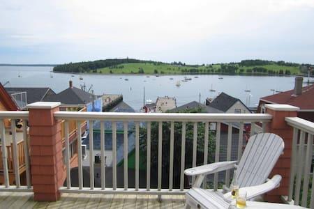 Ocean View Loft Overlooking Harbour - Lunenburg