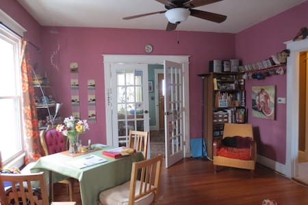 friendly and simple + close to DC 1 - Brentwood - Bed & Breakfast