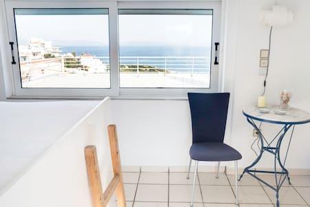 Sea top floor small studio Rafina - Rafina - Apartment