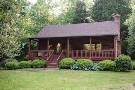 Cabin In Ivy - Hus