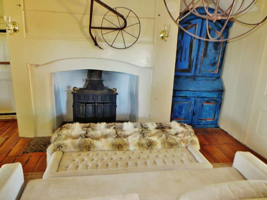 Oldeststone Farm, WV (rear room)