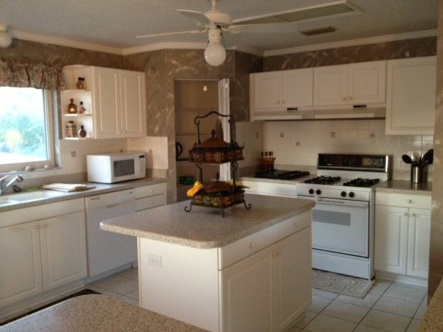 Huge Kitchen, fully equipped