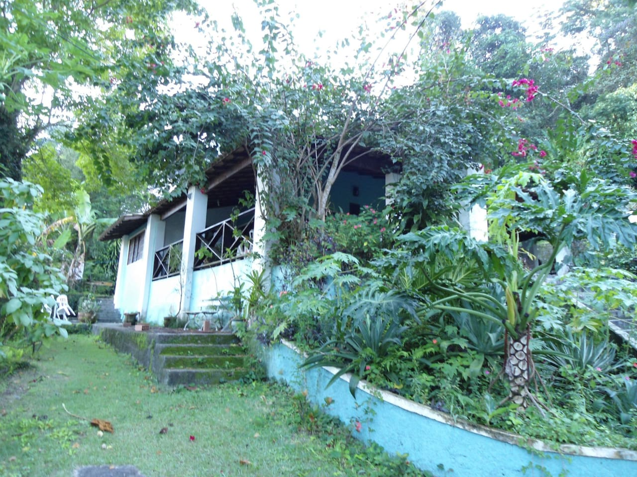 Beautiful and peaceful house with tropical garden close to the most beautiful beaches in Niteroi - Rio de Janeironeiro