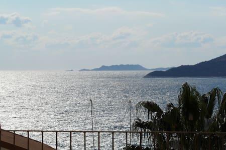 Appartment with terrace + sea view - Condominium