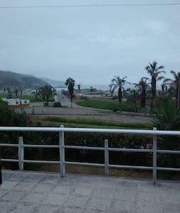 Linda casa de playa frente al mar. - Hus