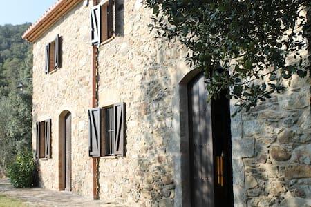 Masía de piedra en el Alt Ampurdan - Maçanet de Cabrenys