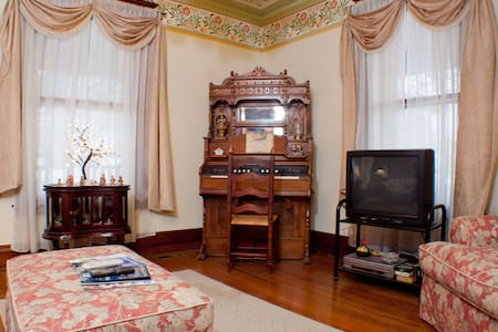 The Corner Room - Nicholasville - Bed & Breakfast